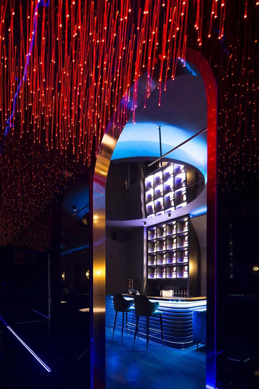 """小酒吧设计图片,用光色构造的""""优雅""""与""""帅气"""""""